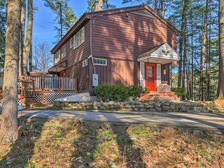 N Conway Home w/Porch -Walk to Cranmore Mtn Resort