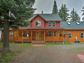 Cle Elum's 'Black Bear Lodge' w/ Private Hot Tub!