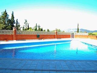 Silencioso/terraza/piscina-20 min. a pie de centro