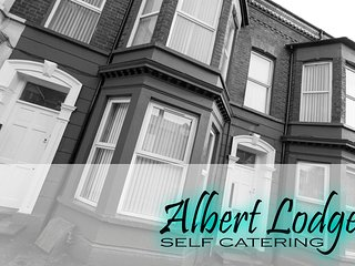 ALBERT LODGE- Luxury Apartment - WiFi & Netflix