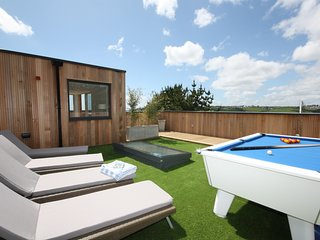 House 47 - Roof terrace, Hot tub, Pool table, Shared Swimming Pool,Gym and Sauna