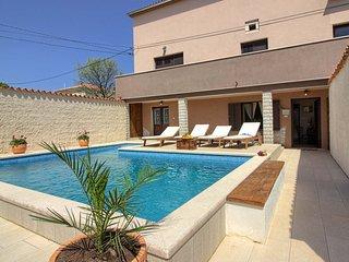 Beautiful villa house Eleonora with private Pool
