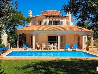 4 bedroom Villa in Estômbar, Faro, Portugal : ref 5433046