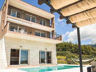 3 bedroom Villa in Plesteni, Splitsko-Dalmatinska Zupanija, Croatia : ref 561047