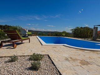 Luxury villa near the sea for rent, Pasman