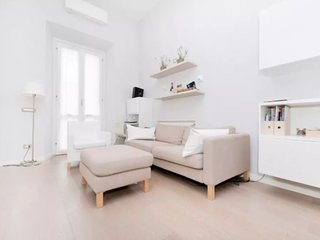 Modern and beautiful 2 bed flat near the Colosseum