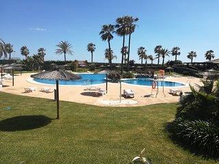 Disfrute sus Vacaciones en Primera linea de Playa , piscina y salida directa mar