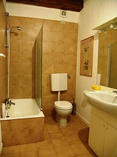 Bathroom ensuite to mezzanine bedroom, with shower/bath. Towels & eco soaps.