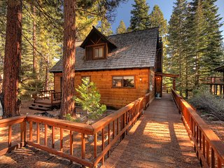 North Tahoe Vacation Cottage - Close to Beach, Pool Access