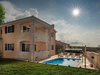 Villa Elize with pool near Lanterna Resort