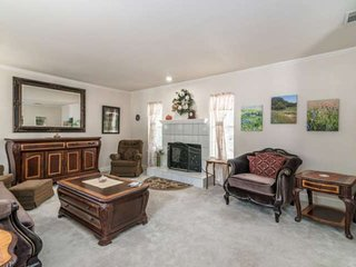 Hill Country Retreat Backs to Lago Vista Golf Course. Perfect for business trave