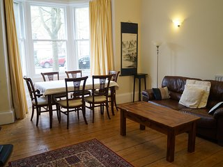 Gladstone Apartment. Central Edinburgh. 2 Bedrooms. Ideal for families. Wifi.