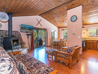 Rustic Tahoe Donner Home w/Hot Tub and HOA Access