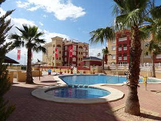 Puerto Marina Contemporary apartment English TV, WiFi, Aircon, Lift, Pools