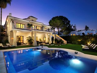 Villa in Marbella with Internet, Pool, Air conditioning, Parking (960909)