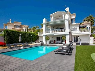 Villa in Marbella with Internet, Pool, Air conditioning, Parking (960846)
