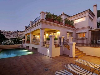 Villa in Marbella with Internet, Pool, Air conditioning, Parking (925064)
