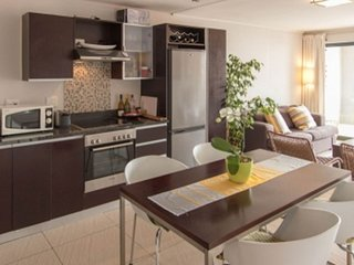 Apartment 190 m from the center of Cape Town with Internet, Pool, Air conditioni