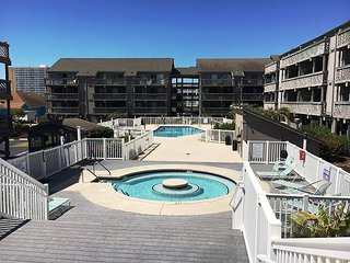 Steps to the Beach, free WIFI, hot tub, pool, 2 bedroom on Shore Drive!