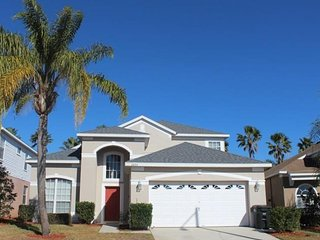 Minutes to Disney! Huge Luxury Home 6 bedroom 3.5 bathroom with a Pool
