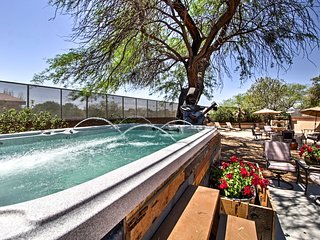 Tucson Casita with Courtyard, Hot Tub & Fire Pits!