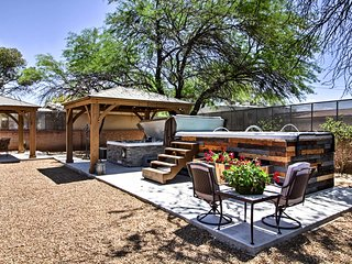 Exquisite Tucson Casita by Panto River Park Trail!