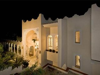 Villa in Marbella with Internet, Pool, Air conditioning, Parking (960914)