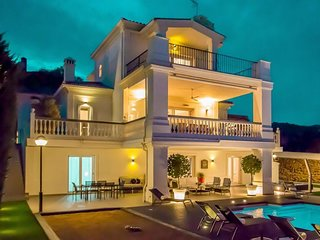 Villa in Marbella with Internet, Pool, Air conditioning, Parking (960852)