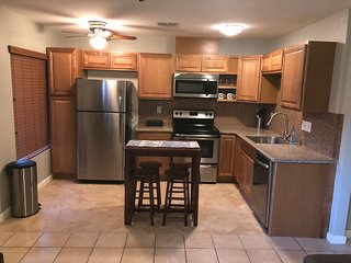 Indian Palms Desert Retreat-2BR condo-pool,tennis,golf and gym!
