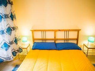Luminosa camera in appartamento con giardino