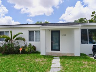 NEW! Pet friendly Remodeled 2 bedroom Vacation Home