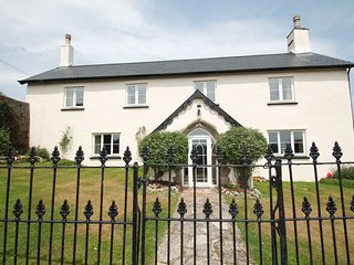 Upcott Farm House, Winsford - Large farmhouse, sleeping up to 15 guests in rural