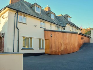Pinewoods, Minehead - Spacious holiday home for up to 11 guests in Minehead