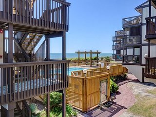 Sea Colony B2 - Bright and beachy 1 bedroom ocean front condo with pool
