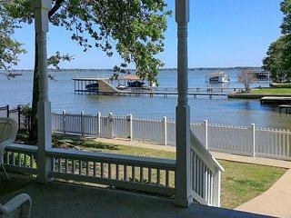 NEW! Dream Cedar Creek Lake House w/ Huge Deck!