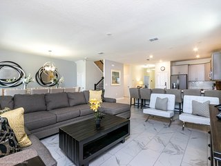 Luxury on a budget - Storey Lake Resort - Beautiful Contemporary 8 Beds 5 Baths