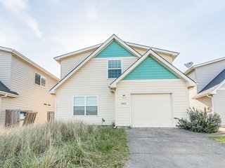 Aloha Dunes #141 - Darling, newer rental home near beach in Pacific City