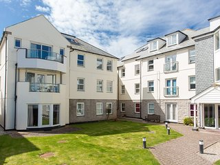 CRIBBAR VIEW, close to the beach, spacious retreat, balcony, in Newquay, Ref. 96