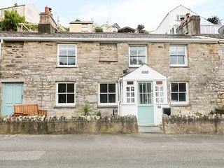 Hale Cottage, character features, 5 mins walk to sandy beach, wood burner, off r