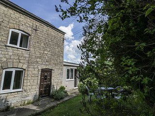 1 WESTCROFT COTTAGE, traditional features, Costwolds AONB, exposed stone and bea