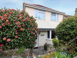 PENGULLYN, perfect for families, views over coastline and harbour, in Newlyn