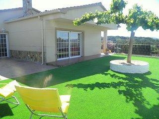 Magnifica Villa en Sils para 14 adultos y un bebe con piscina privada
