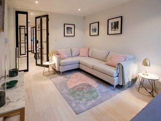 (New!) Stunning place on famous crescent in Notting Hill