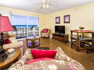 Pelican Isle 210: Beachfront, fitness room, heated pool, hot tub, BBQ grills.