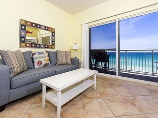 PI 606: Beautiful top floor condo, WiFi, pool, spa, Free Beach Service