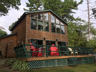 Orion's Landing - Gorgeous cottage sitting right on the shore of Quahog Bay!