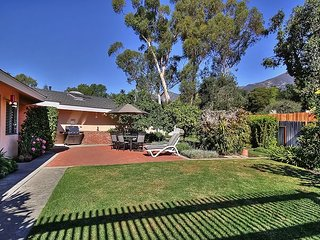 3BR/2BA Classic Montecito House, Minutes to Butterfly Beach, Sleeps 6