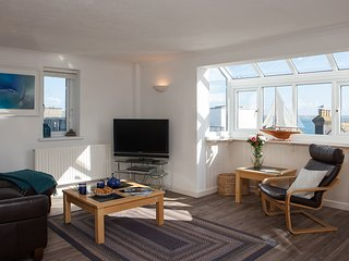 Number One - Stones Court, St Ives - Sleeps 6 With Garaged Parking
