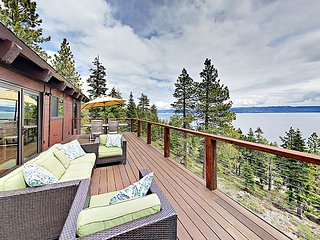 5BR/4BA Cabin with 180 Degree Lake Views