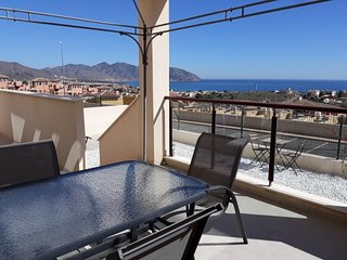 Modern 2 Bed Apartment. Stunning Sea Views, Air Conditioning and Wi-Fi